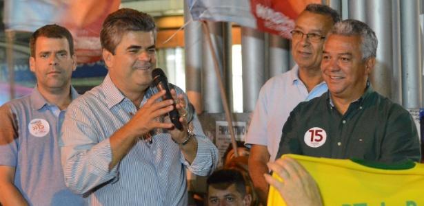 Washington Reis (com microfone) será prefeito de Duque de Caxias pela 2ª vez