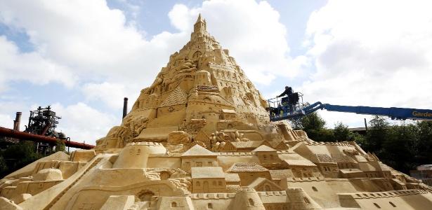 Agência de viagens construiu o maior castelo de areia do mundo na Alemanha