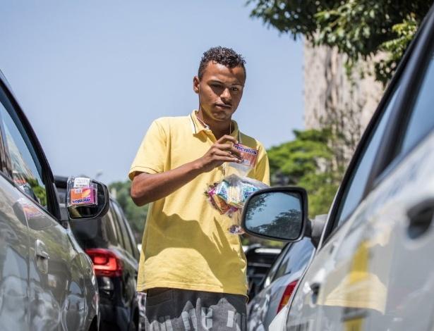 Fabrício Oliveira Soares, 19, vendedor ambulante em semáforo de São Paulo