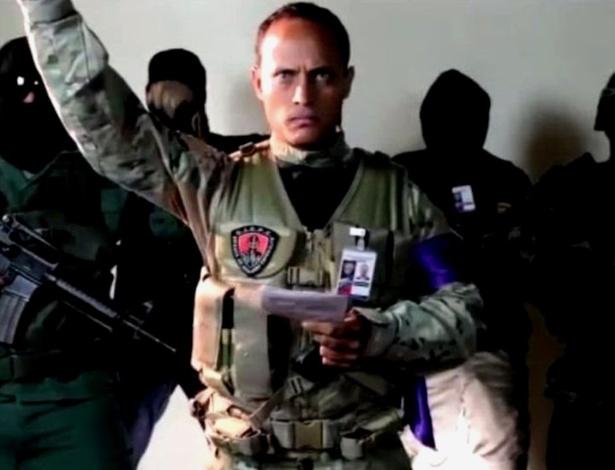 Pérez se definia como piloto de helicóptero, mergulhador de combate e paraquedista, além de 'ator, companheiro e pai de família'