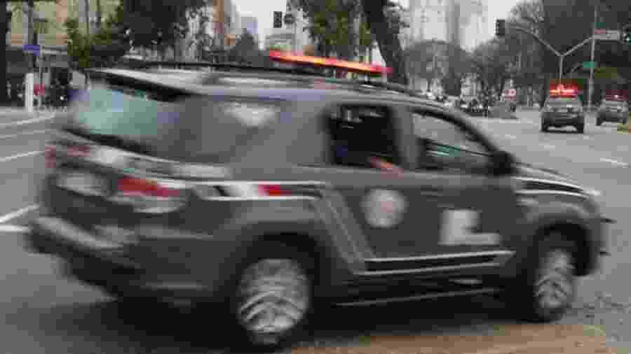 23.ago.2017 - Viatura da Rota sai do batalhão em velocidade para uma operação em SP - Jorge Araujo/Folhapress