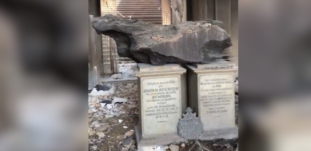 03.set.2018 - Imagem do interior do museu após o incêndio; meteorito Bendegó (foto) resistiu ao fogo - Reprodução/TV UOL