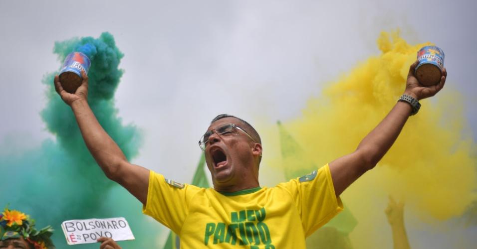 28.out.2018 - Eleitor do candidato a presidente Jair Bolsonaro (PSL) se manifesta no Rio de Janeiro (RJ)