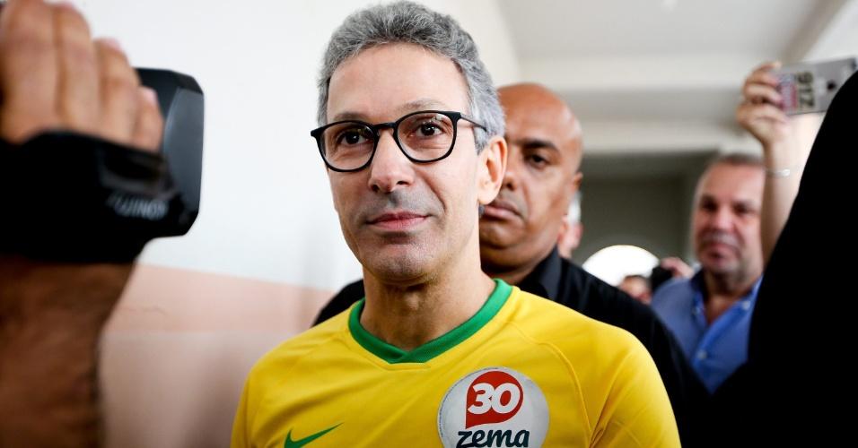 28.out.2018 - O candidato ao governo de Minas Gerais Romeu Zema (Novo) vota em Araxa
