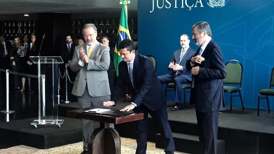 Sergio Moro toma posse no Ministério da Justiça ao lado de Jungmann e Torquato - Kleyton Amorim/UOL