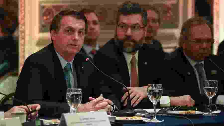 O presidente Jair Bolsonaro, o chanceler Ernesto Araújo e o ministro da Economia, Paulo Guedes, em viagem a Buenos Aires (da esq. para a dir.)  - Marcos Corrêa/Presidência da República