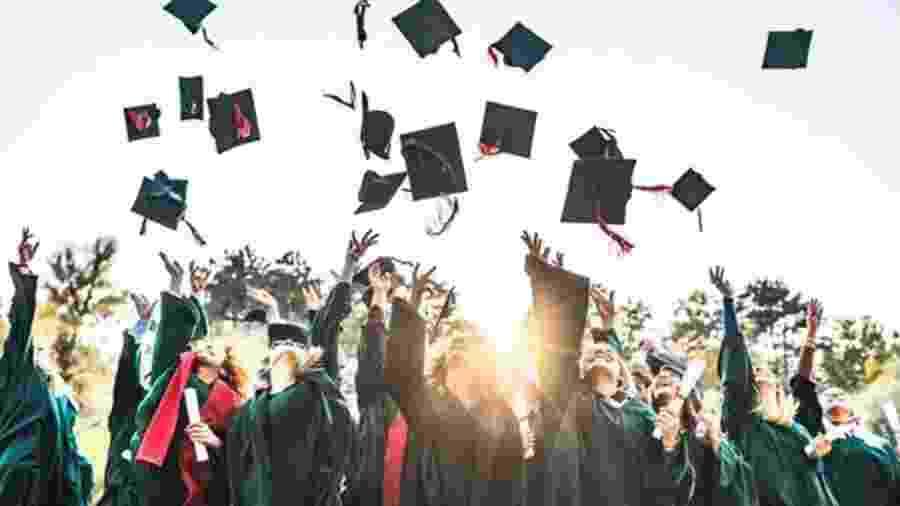 Enquanto 18% dos homens brasileiros de 25 a 34 anos têm ensino superior, essa porcentagem sobe para 25% entre as mulheres da mesma faixa etária - Getty Images