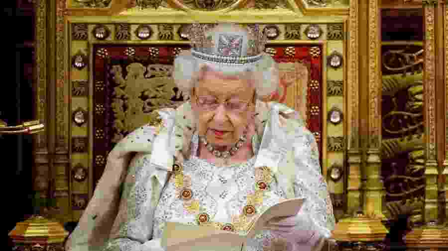 14.out.2019 - Rainha Elizabeth 2ª lê discurso no Parlamento - Tolga Akmen/AFP