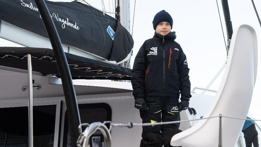 Greta Thunberg pegou carona em uma embarcação de 48 pés de um casal australiano que partiu do porto de Hampton - NICHOLAS KAMM / AFP