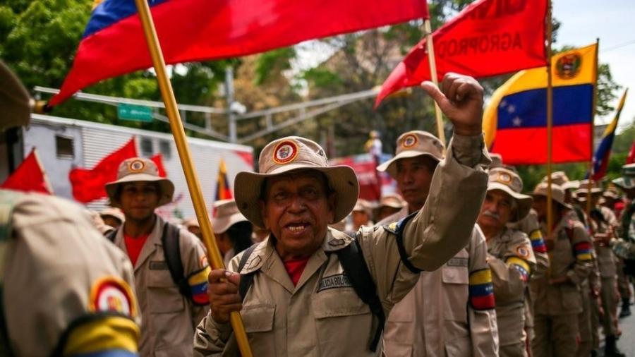 Milícia Bolivariana é formada por civis partidários do governo socialista armados e treinados - Getty Images