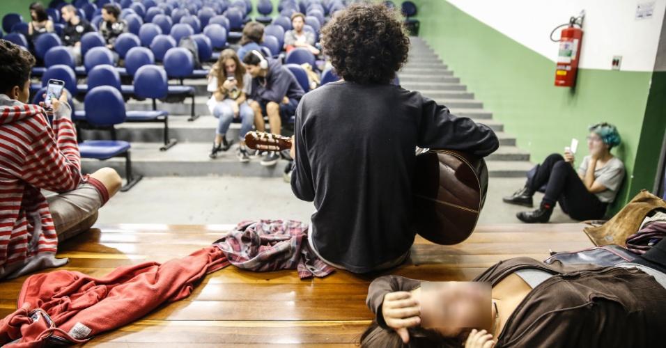 11.mai.2016 - Estudantes ocupam a Etec (Escola Técnica) Professor Basilides de Godoy, zona oeste da capital paulista, desde o dia 3 de maio. Eles protestam por melhorias na merenda e contra cortes de verbas para a educação