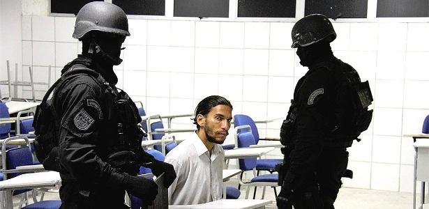 Um homem, identificado como Frank Oliveira da Costa, se entregou após ameaçar explodir a Unijorge nesse domingo