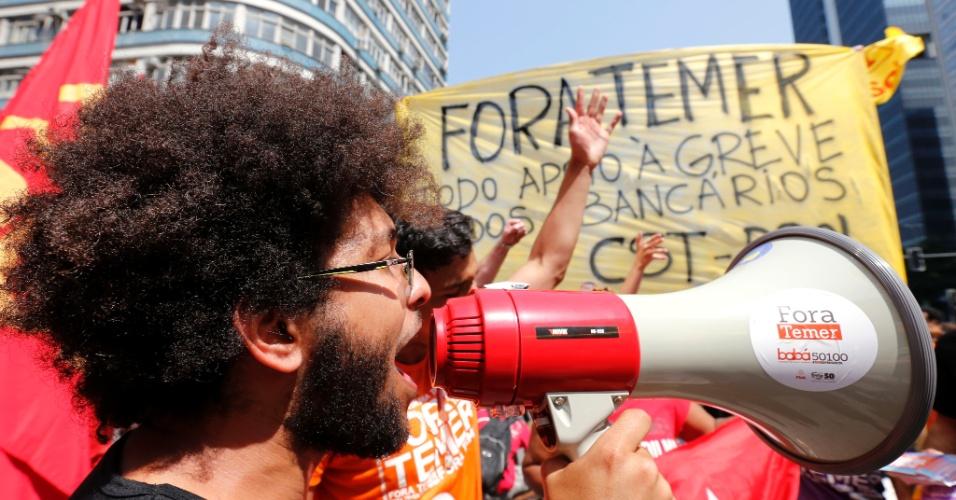 7.set.2016 - Manifestantes no protesto O Grito dos Excluidos contra o governo Temer no centro do Rio