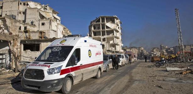 Sírios feridos e seus parentes devem ser evacuados para área controlada pelo governo em Aleppo