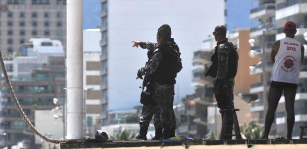 Policiamento reforçado na praia de Ipanema, zona sul do Rio de Janeiro