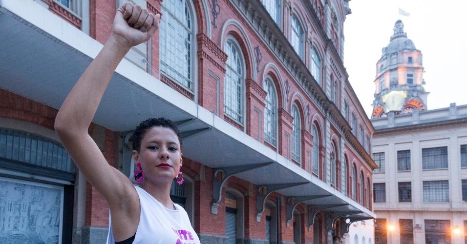 Caroline da Fonseca Silva, 17, é estudante da Escola Estadual Brigadeiro Gavião Peixoto, em São Paulo, ocupada por estudantes contrários contrários à reorganização escolar da rede estadual em 2015