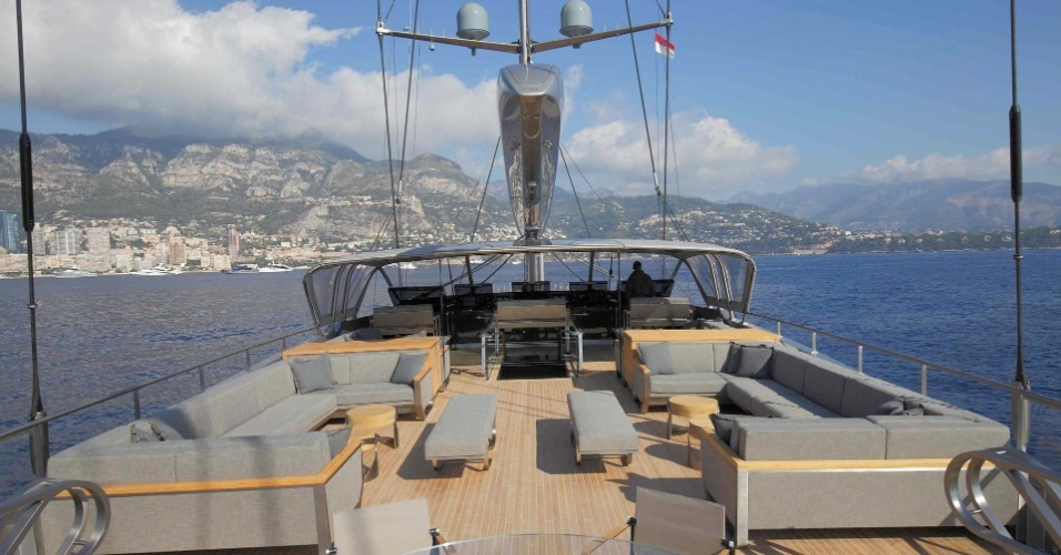 "Vista do deck do Sybaris, que levou o prêmio de iate a velas do ano no ""The World Superyacht Awards 2017"""