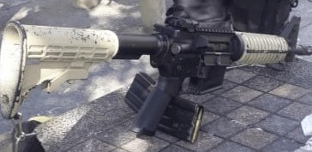 5.jul.2018 - Polícia Militar do Rio apreende fuzil durante operação no Morro do Turano - Divulgação/PMERJ