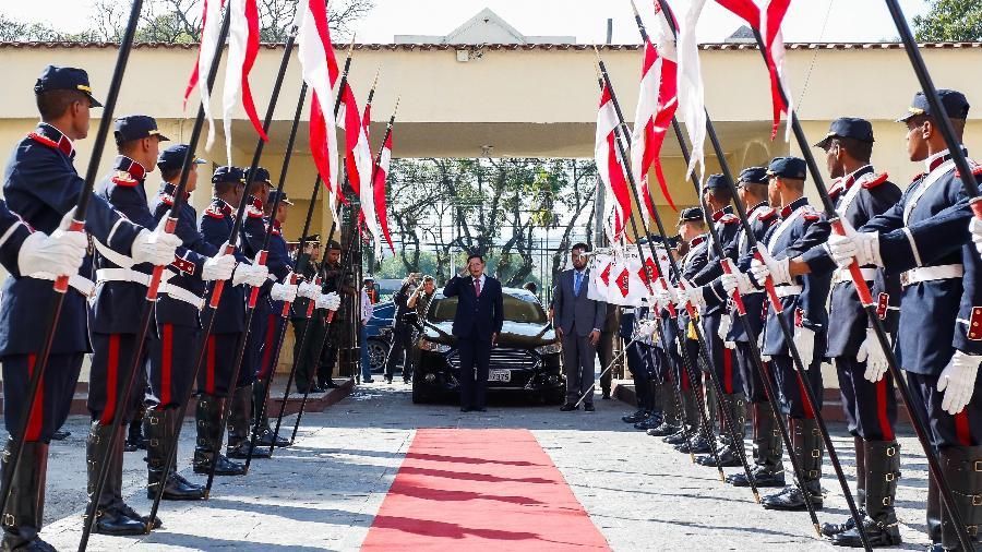 Em 1ª agenda pública como presidente, Mourão vai a cerimônia militar no Rio