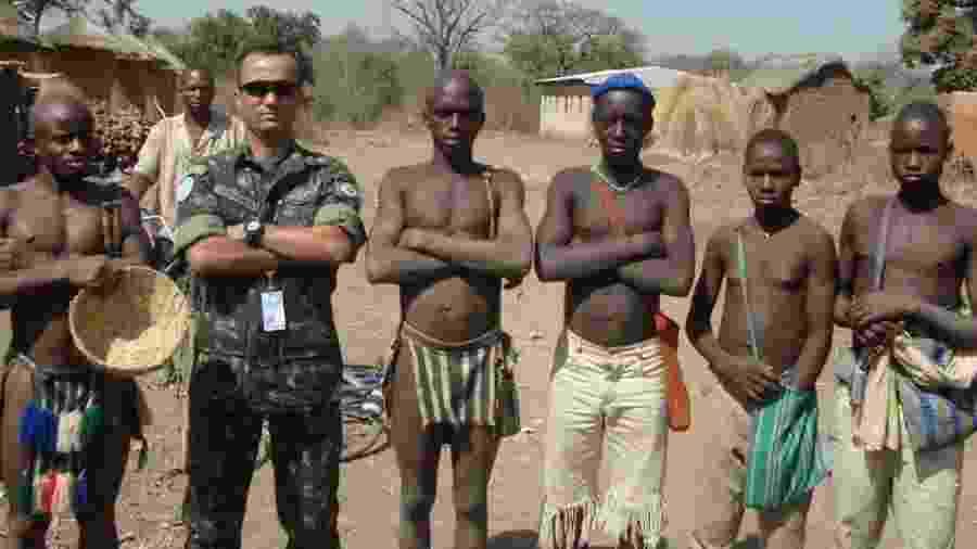 Major Vitor Hugo (fardado) em missão militar na Costa do Marfim - Major Vitor Hugo/Divulgação