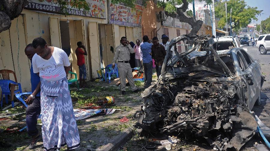 28.mar.2019 - Carro=bomba explodiu perto a um hotel e um restaurante em Mogadíscio, na Somália - Mohamed Abdiwahab/AFP