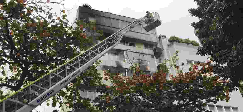 Incêndio atinge prédio residencial em Ipanema - 14.set.2019 - Lola Ferreira/UOL