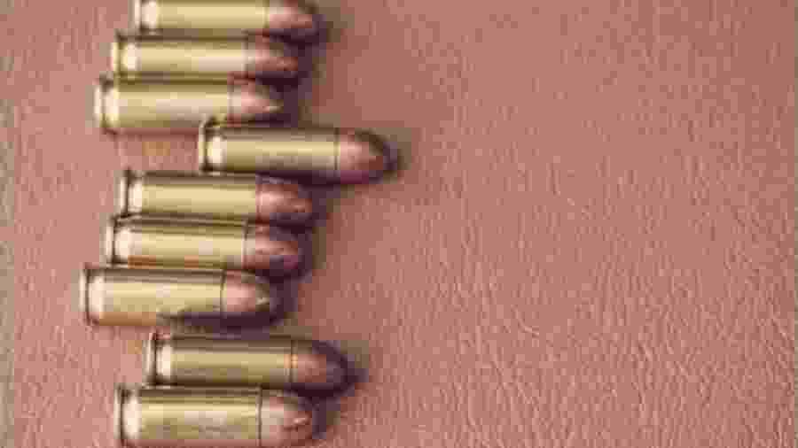 Chegado a um tiroteio também institucional, Jair Bolsonaro disparou nove vezes contra a Constituição - Reprodução