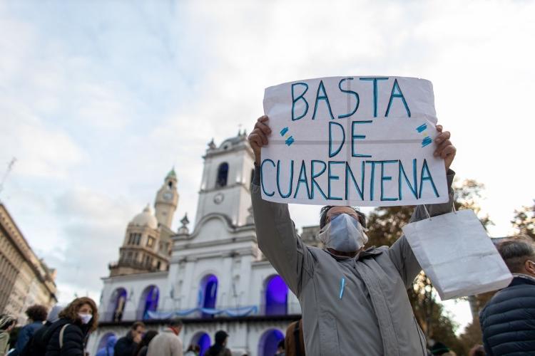 25.mai.2020 - Homem protesta pelo fim da quarentena em Buenos Aires após o governo argentino decidir estender o isolamento - Getty Images - Getty Images
