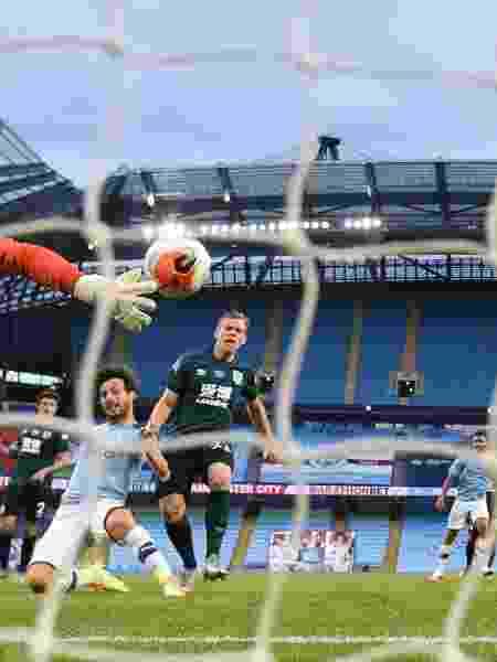 David Silva marca um dos gols da goleada de 5 x 0 do Manchester City sobre o Burnley - GI1