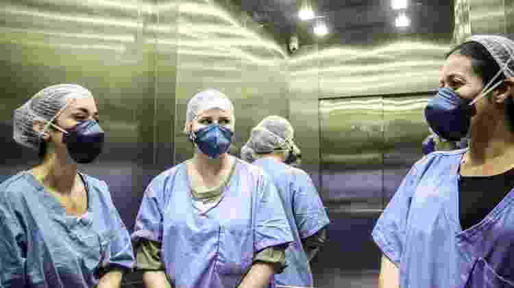 Diretora médica hospitalar do IABAS, Tassiana Sacchi Diaz (à esq.) e a diretora técnica do hospital, Patricia Guimarães (à dir.) - Talyta Vespa/UOL - Talyta Vespa/UOL