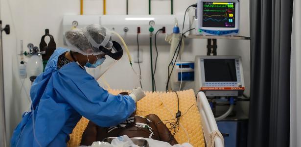 Pandemia de covid no Brasil | País tem 687 mortes em 24 h e 19 dias seguidos com média de mil óbitos