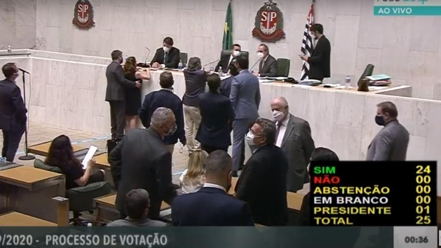 Deputada Isa Penna foi apalpada pelo deputado Fernando Cury na Alesp - Reprodução/Youtube