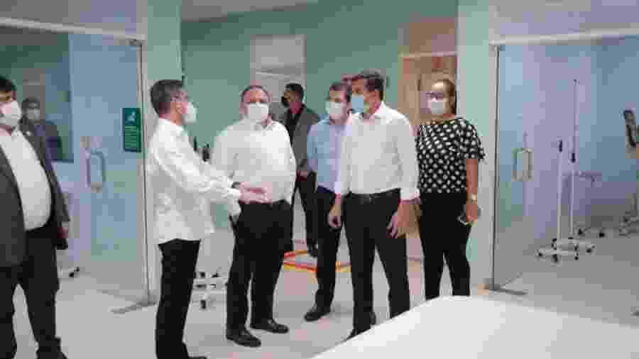O ministro Pazuello, em visita a Manaus, com o secretário da Saúde do estado, Marcellus Campêlo e o governador Wilson Lima - Divulgação/Secom