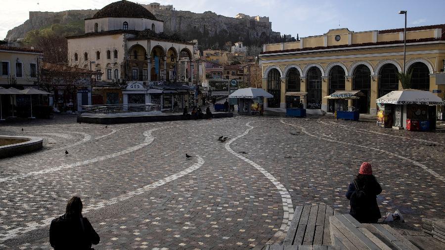 Movimentação em praça de Atenas, na Grécia, durante a pandemia  - Alkis Konstantinidis/Reuters