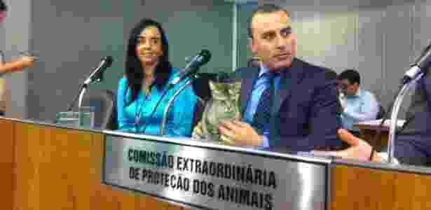 O deputado estadual Noraldino Júnior (PSC-MG), que passou dez dias com a gata Nora na Assembleia mineira - Divulgação