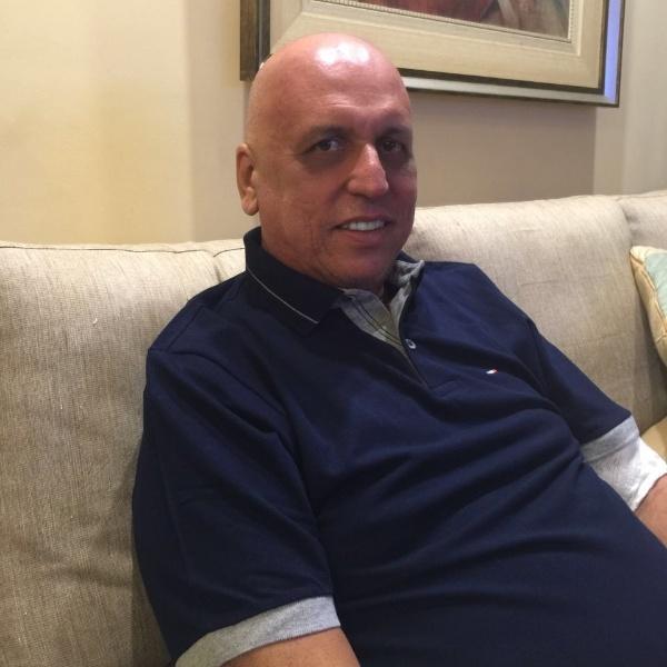 20.abr.2016  - O governador licenciado do Rio de Janeiro, Luiz Fernando Pezão, iniciou o segundo ciclo quimioterápico para combater um linfoma não-Hodgkin anaplásico de células T, que atuam no sistema de defesa do organismo. Pezão reagiu bem ao tratamento e não sentiu efeitos colaterais dos medicamentos, de acordo com os médicos