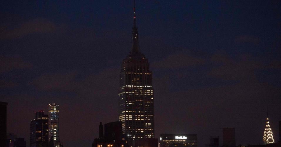 12.jun.2016 - Luzes do Empire State Building, em Nova York, são apagadas por conta do massacre em boate de Orlando,  na Flórida, que deixou pelo menos 50 mortos. O atentado foi o pior massacre a tiros na história dos EUA