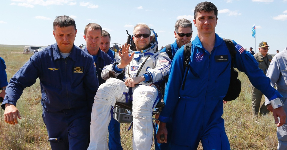18.jun.2016 - O Centro de Controle de Voos Espaciais da Rússia informou que os três tripulantes da nave russa Soyuz TMA-19M aterrisaram com sucesso nos arredores da cidade de Zhezkazgan, no Cazaquistão. Na cápsula, retornaram à Terra o russo Yuri Malenchenko, o americano Tim Kopra (foto) e o britânico Tim Peak após meio ano de permanência na ISS (Estação Espacial Internacional)