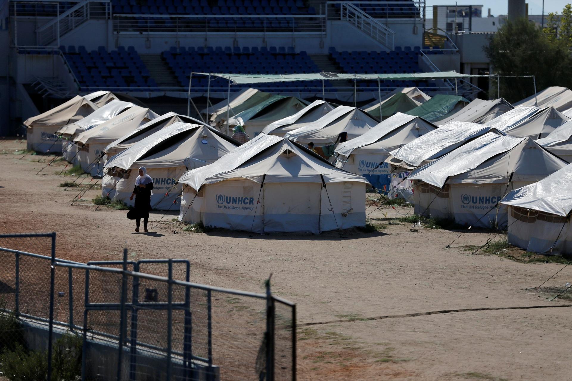 13.jul.2016 - Campo de refugiados improvisado no Complexo de Helliniko, utilizados nos Jogos de Atenas, em 2004, na Grécia
