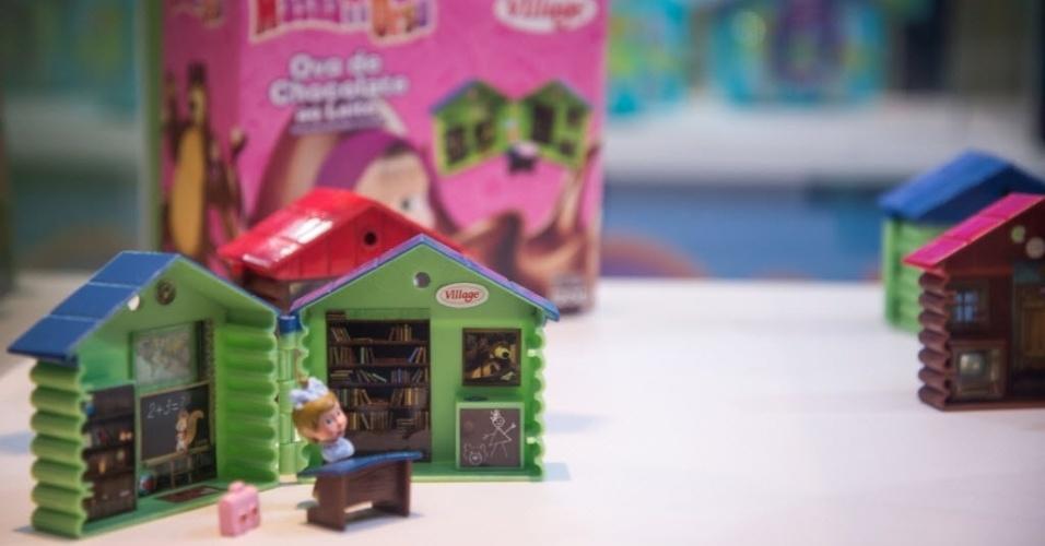 A Village aposta nos produtos da personagem Masha e o Urso. O ovo de chocolate ao leite (120g) vem em uma embalagem em formato de caixa, com oções de brindes como uma casinha de brinquedo