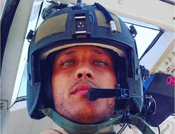 Óscar Pérez em cabine de helicóptero do CICPC
