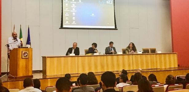 15.set.2017 - Kim Kataguiri (o terceiro da esquerda para a direita) em palestra no MP do Rio