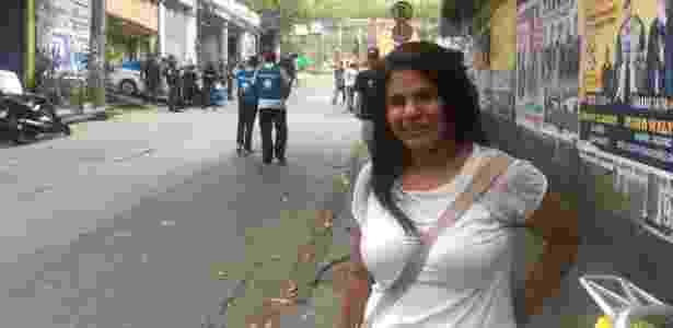 22.set.2017 - Fabrícia Ferreira, moradora da Rocinha, descreve os momentos de pânico provocados pelos tiroteios, - Hanrrikson de Andrade/UOL - Hanrrikson de Andrade/UOL