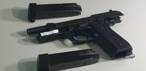 Imagem da arma usada pelo adolescente de 14 anos que matou dois colegas em escola