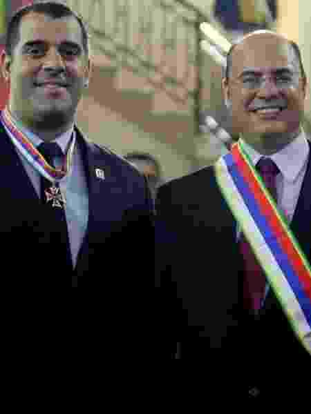 O governador do Rio de Janeiro, Wilson Witzel (PSC), posa ao lado do secretário de Desenvolvimento Econômico, Lucas Tristão - Reprodução/Facebook