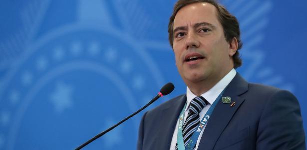 Presidente da Caixa emocionado www.aquitemtrabalho.com.br