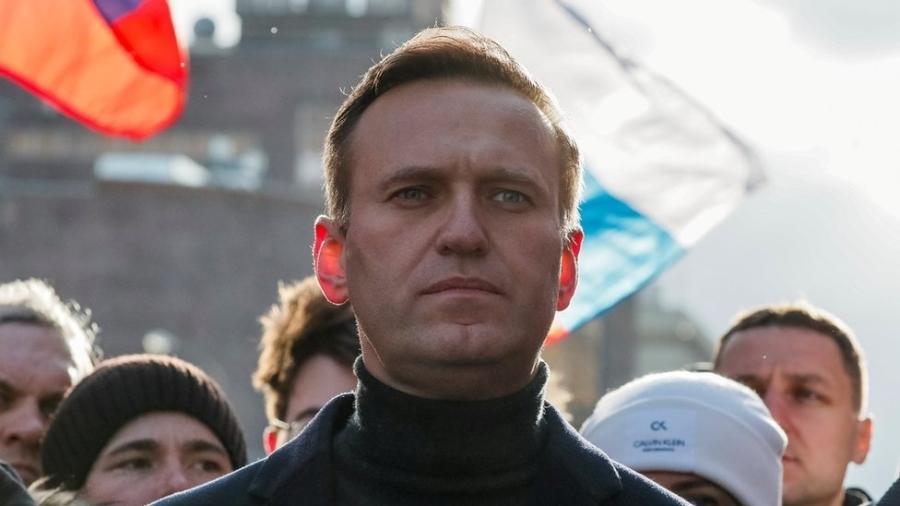 O líder da oposição na Rússia, Alexei Navalny, acusand o presidente Vladimir Putin de corrupção - Reuters