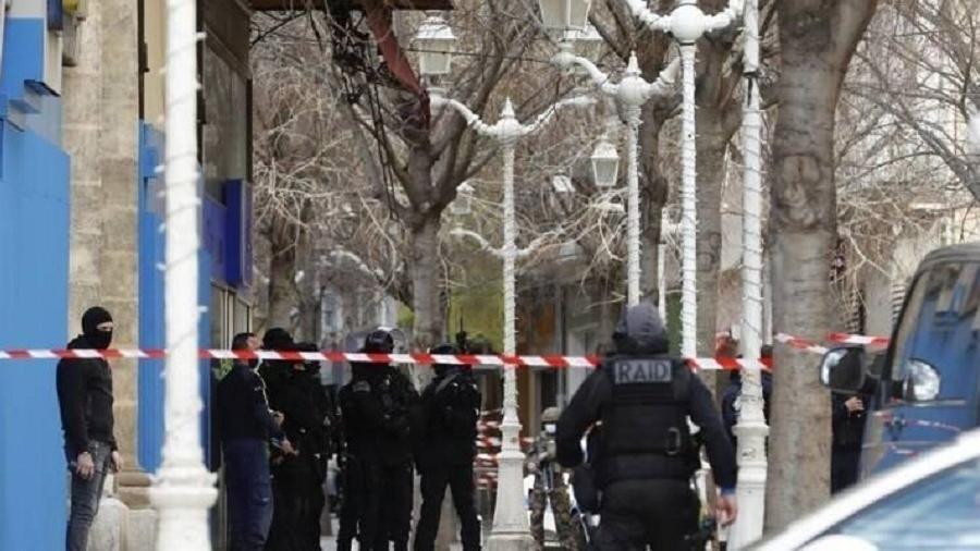A polícia francesa prendeu o suspeito de jogar uma cabeça humana pela janela  - Reprodução/Twitter/@Var_Matin
