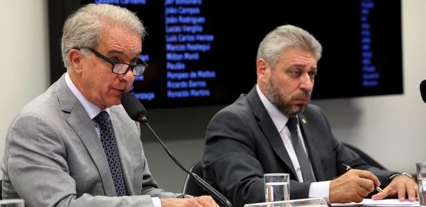 O deputado federal Marcos Montes (à esquerda) preside a comissão especial da Câmara que avalia mudanças no Estatuto do Desarmamento - Antonio Araújo/Câmara dos Deputados