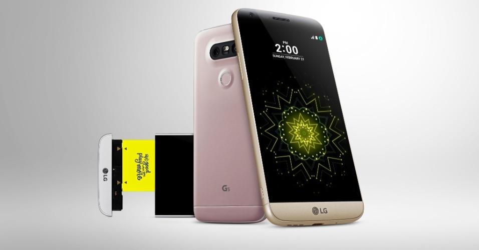 21.fev.2016 - A LG lançou o seu novo smartphone top de linha durante a Mobile World Congress, em Barcelona. O G5 ganhou um design diferenciado, com corpo metálico, sem os tradicionais botões traseiros e com o conceito de celular modular, que favoreceu a permanência da bateria removível e a adição de diferentes e inovadoras funcionalidades